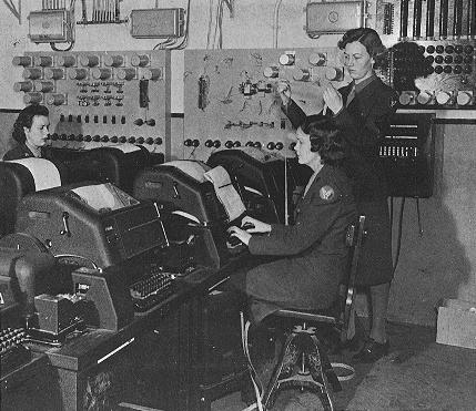 Военнослужащие WAАC работают на телетайпе. 1943 г.