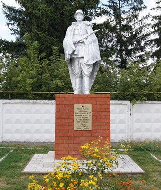с. Верхопенье Ивнянского р-на. Памятник по улице Белгородской 22б, установленный в 1966 году в честь работников Верхопенской МТС, погибших в годы войны.