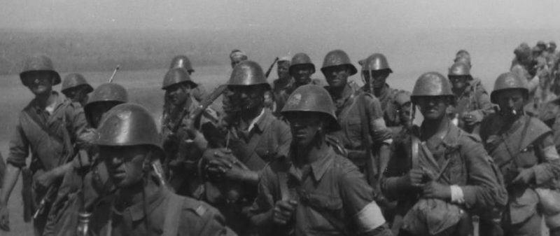 Румынская пехота на подходе к Майкопу. Август 1942 г.