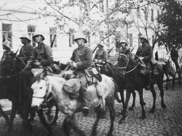 Румынские войска входят в город. Август 1941 г.