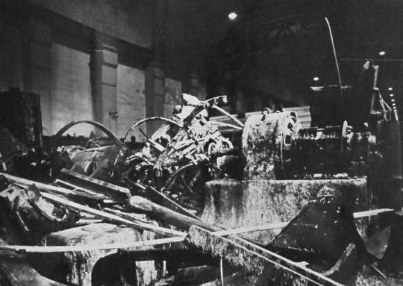 Руины машинного зала электростанции в Белене.