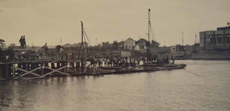 Переправа через реку Кубань в районе Дубинки. 1942 г.