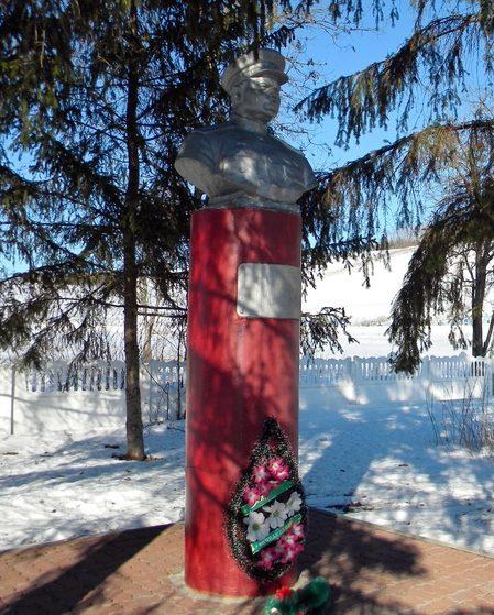 с. Ватутино Валуйского городского округа. Бюст Героя Советского Союза генерала армии Н.Ф.Ватутина, установленный по улице Меловая.
