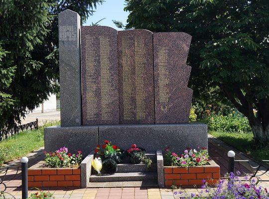 с. Вознесеновка Ивнянского р-на. Памятник по улице Центральной, установленный в 1968 году на братской могиле, в которой похоронено 389 советских воина, погибших в годы войны.