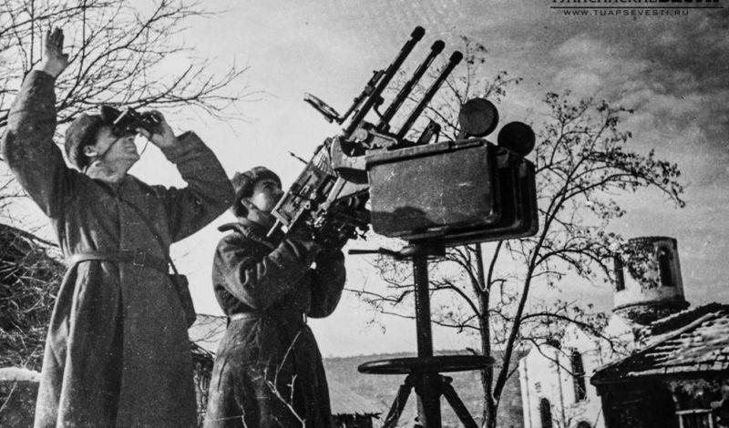 Расчет зенитного пулемета. Декабрь 1942 г.