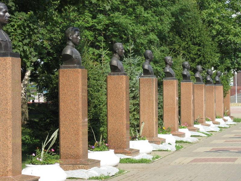 Аллея Героев Советского Союза и Героев России – белгородцев.