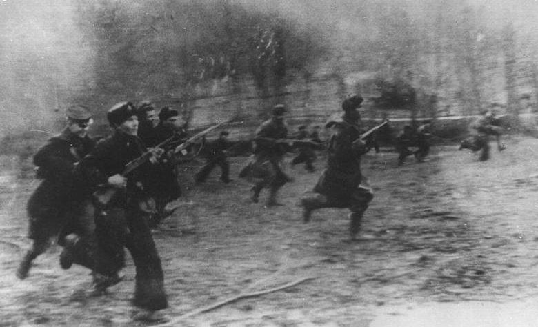 Морская пехота атакует в районе мясокомбината. 23 января 1943 г.