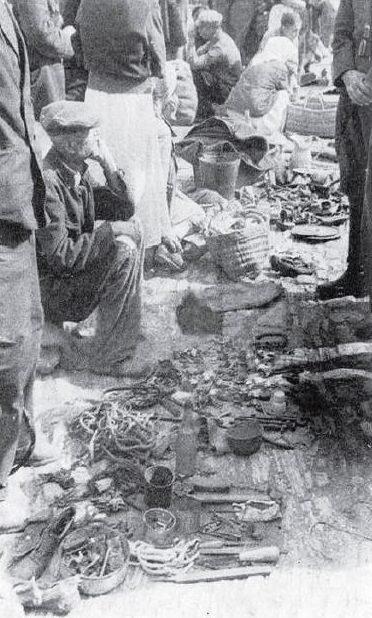 «Толкучка» на Верхнем базаре. Осень 1942 г.