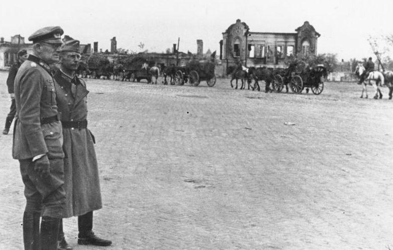 Генерал-полковник Вейхс на площади Калинина. Сентябрь 1941 г.