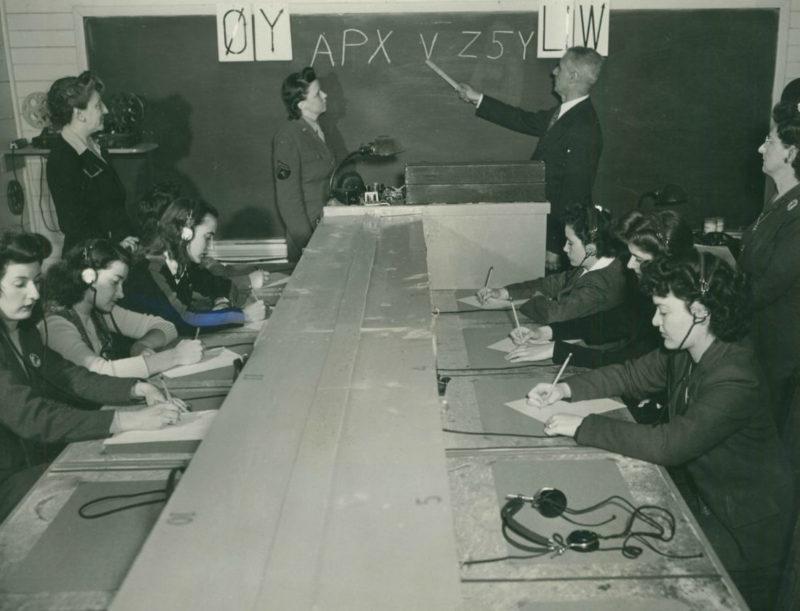 Урок для радистов в школе WAC. Пол Смитс, 1943 г.