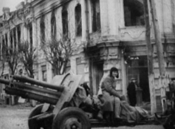 Красная Армия входит в город. Январь 1943 г.