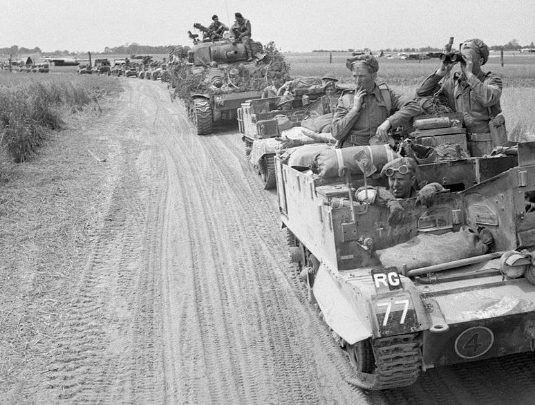 Британская бронетехника на пути к реке Орн. 18 июля 1944 г.