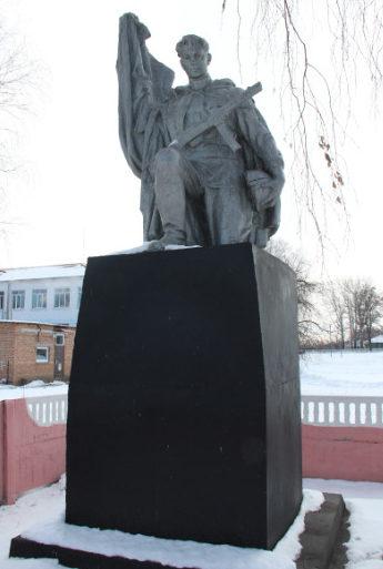 с. Двулучное Валуйского городского округа. Памятник по улице Советской 32б, установленный на братской могиле, в которой похоронено 20 советских воинов, погибших в 1943 году.