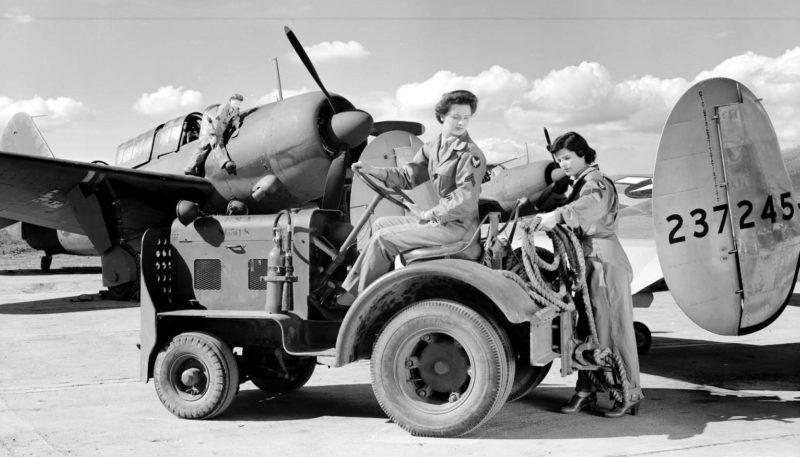 Военнослужащие WAC на обслуживании самолетов. Калифорния, 1943 г.