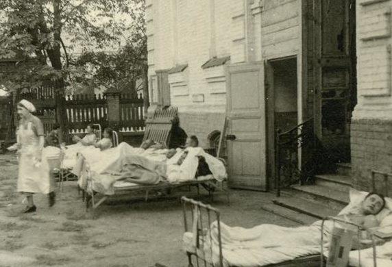 Двор немецкого госпиталя. 1942г.