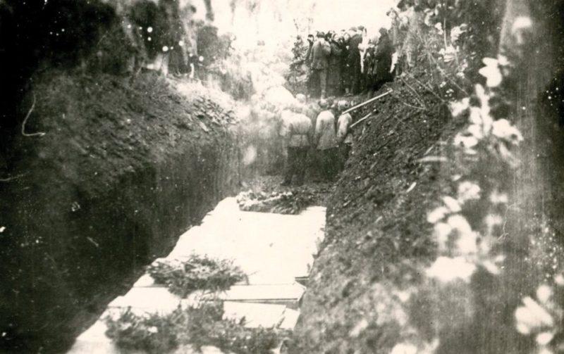 Перезахоронение жертв немецких оккупантов. Январь 1943 г.