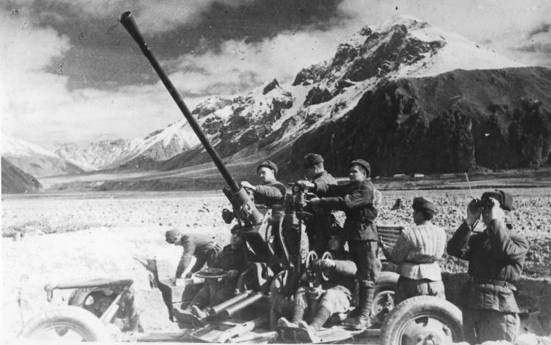 Советские зенитчики на подступах к Нальчику. Январь 1943 г.