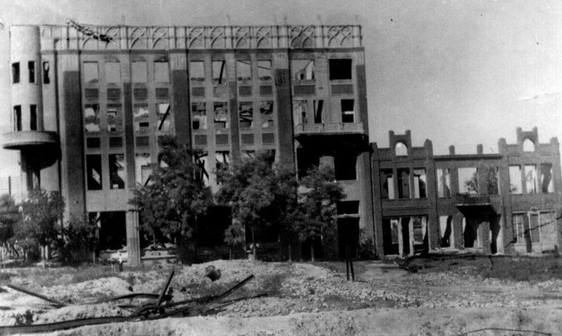 Разрушенное здание бывшего Дворца пионеров. 1943 г.