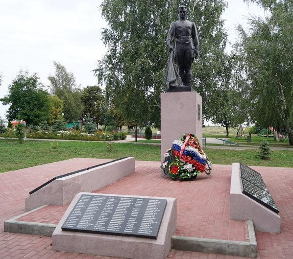 с. Кочетовка Ивнянского р-на. Памятник по улице Мичурина, установленный 1967 году на братской могиле, в которой похоронено 189 советских воинов, погибших в годы войны.