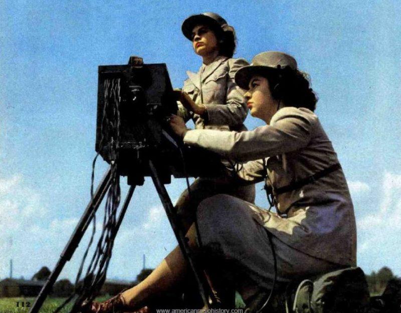 Операторы полевой телефонной связи. 1944 г.