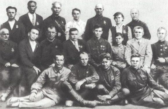 Секретарь Ставропольского крайкома партии среди партизан. 1943 г.