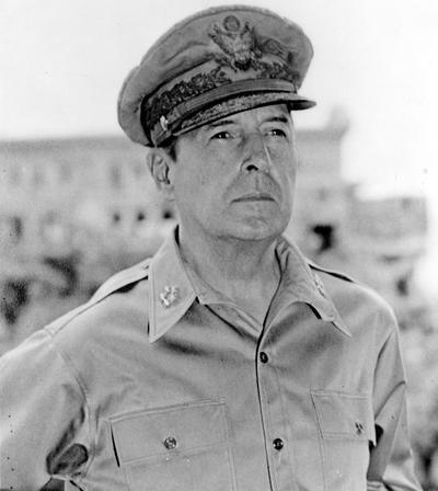 Генерал Дуглас Макартур.