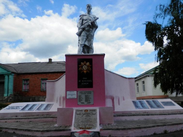 с. Кукуевка Валуйского городского округа. Памятник по улице Центральной 70а, установленный на братской могиле, в которой захоронено 4 советских воина, погибших в 1943 году.