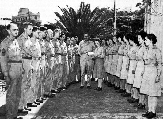 Процедура замена мужчин, военнослужащими-женщинами из WAC в штабе войск. Северная Африка. 1944 г.