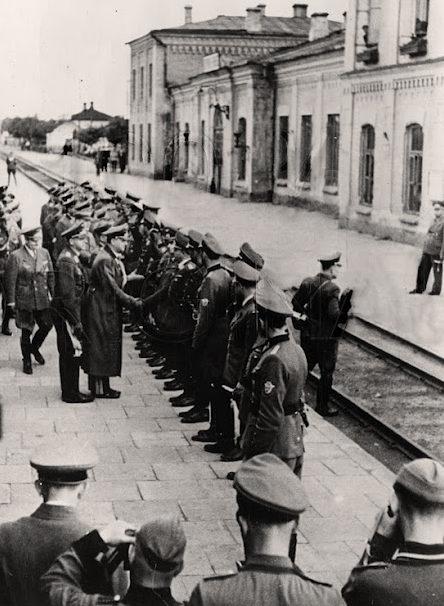 Встреча Альфреда Розенберга на железнодорожном вокзале. 1941 г.