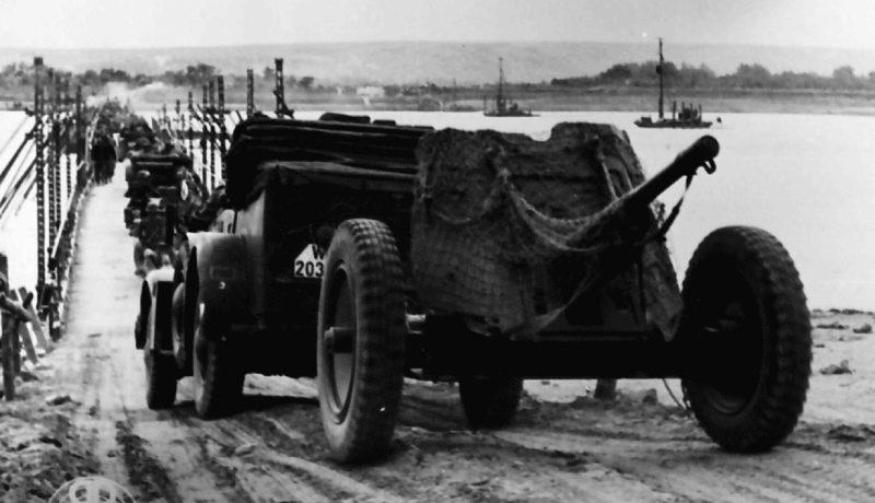 Немецкая колонна переправляется через Днестр. 1941 г.