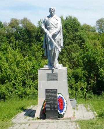 с. Новопетровка Валуйского городского округа. Памятник по улице Заречной 105, установленный на братской могиле, в которой похоронено 10 советских воинов, погибших в 1943 году.