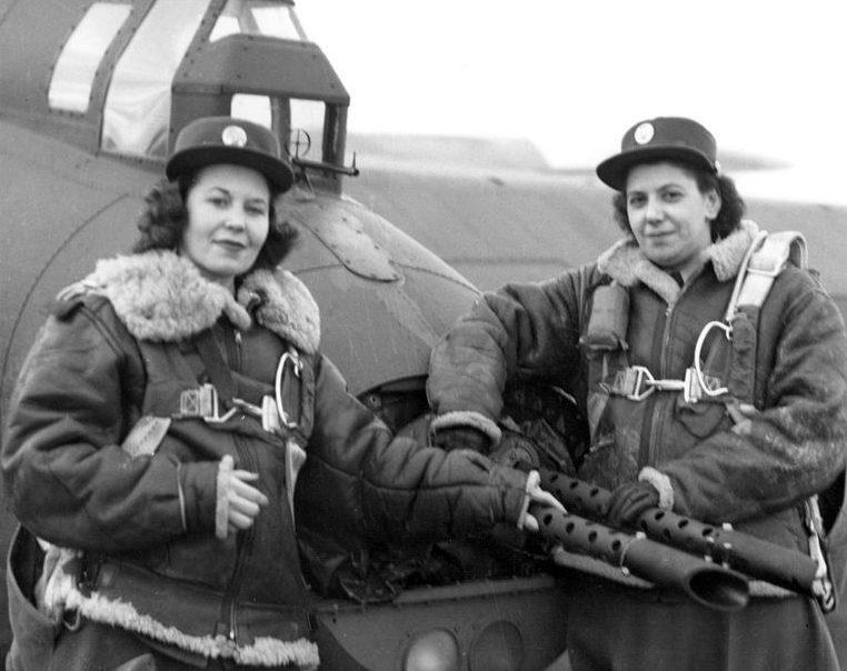 Оружейницы на 8-й базе ВВС в Англии. Январь 1944 г.