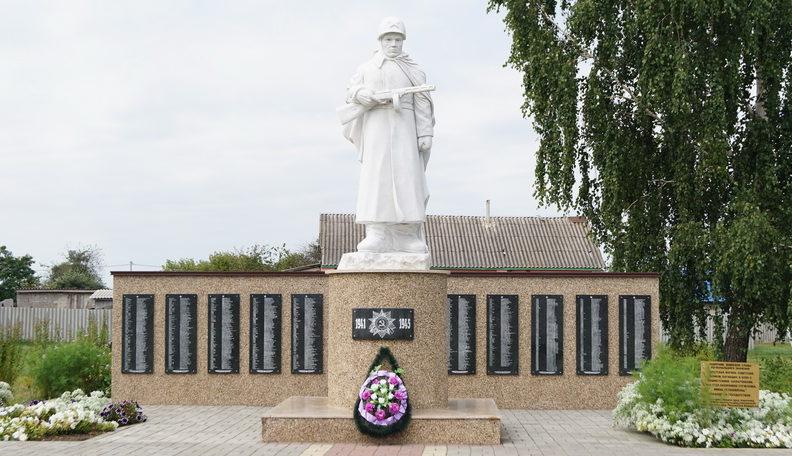 с. Сафоновка Ивнянского р-на. Мемориал по улице Центральной, установленный в 1957 на братской могиле, в которой похоронено 264 советских воинов, погибших в 1943 году. На мемориальных плитах увековечено 268 имен односельчан не вернувшихся с войны.