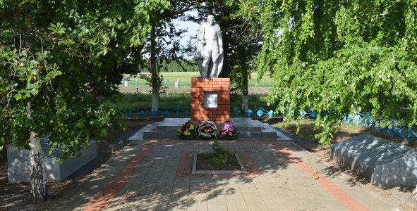 с. Ковалево Алексеевского городского округа. Братская могила по улице Центральная 69а, в которой похоронены советские воины, погибшие в годы войны.