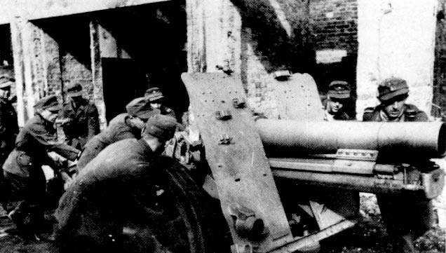 Артиллерийский расчёт РОНА на улице Варшавы.