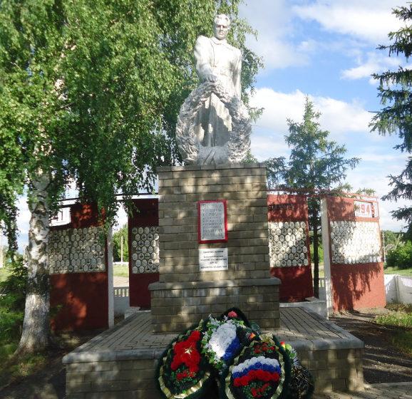 с. Принцевка Валуйского городского округа. Памятник по улице Центральной 185, установленный на братской могиле, в которой похоронено 50 советских воинов, погибших в 1943 году.