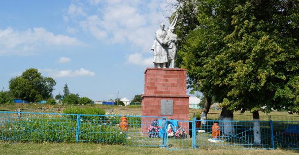 с. Студенок Ивнянского р-на. Памятник, установленный на братской могиле, в которой похоронен 31 советский воин, погибший в 1943 году.