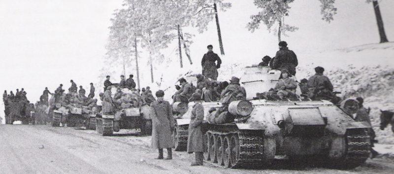 Колонна советских танков. Январь 1944 г.