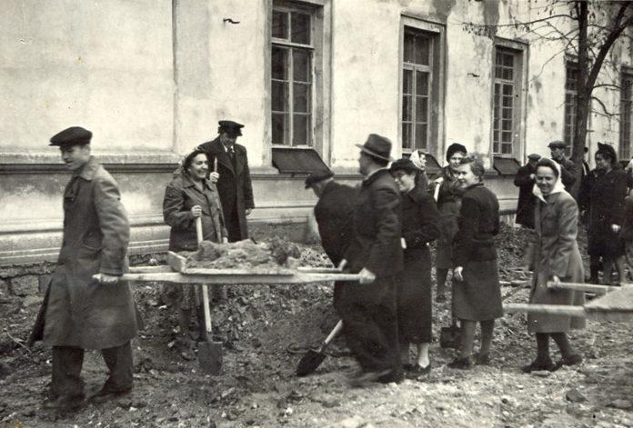 Восстановление общежития пединститута. Апрель 1943 г.