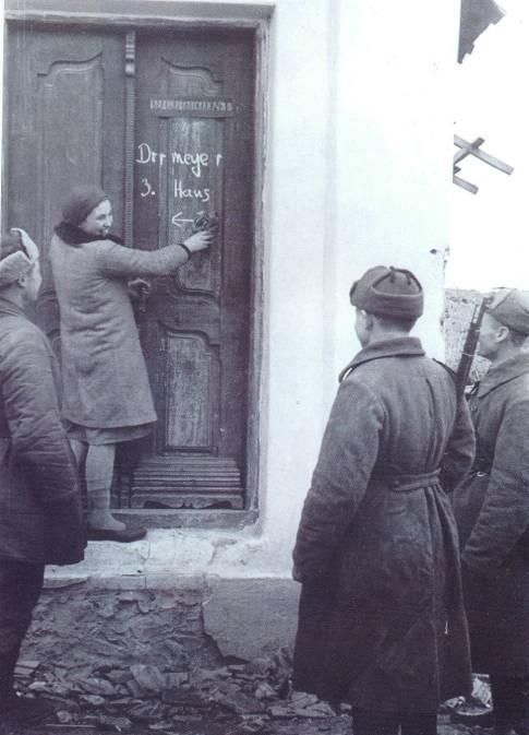 В освобожденном городе. Январь 1943 г.