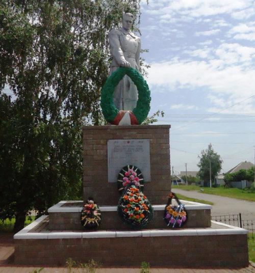 с. Солоти Валуйского городского округа. Памятник по улице Центральной 29б, установленный на братской могиле, в которой захоронен 21 советский воин, в т.ч. 15 неизвестных, погибших в боях с фашистскими захватчиками в 1943 году.