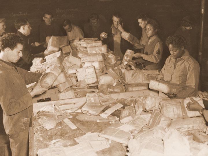 Сортировка почты во Франции. 1944 г.