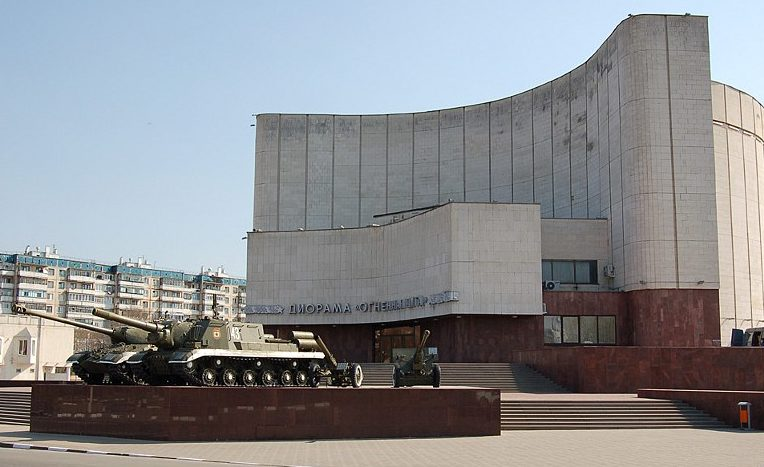 Музей-диорама с военной техникой.