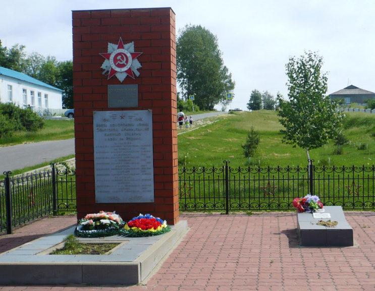 с. Старый Хутор Валуйского городского округа. Памятник по улице Ватутина 17а, установленный на братской могила, в которой похоронено 8 советских воинов, погибших в 1943 году.
