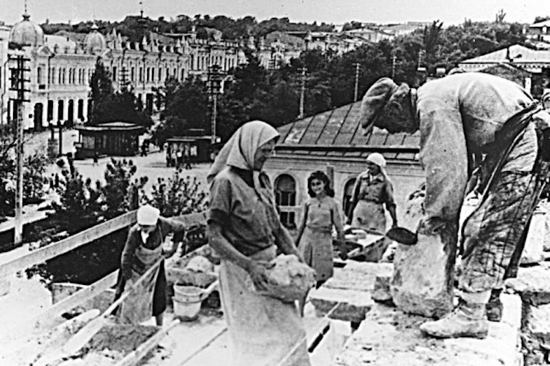 Восстановление драматического театра. Май 1943 г.