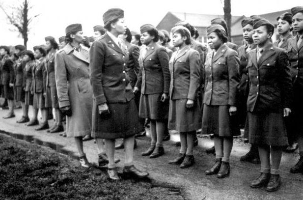 Инспекция почтового батальона WAC. 1944 г.