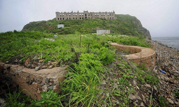 Остатки орудийного дворика на о. Скрипалева.