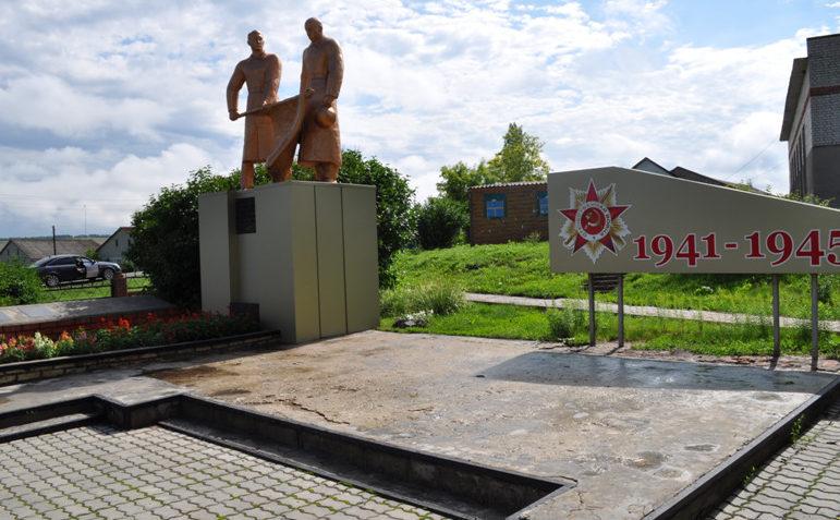 с. Матрено-Гезово Алексеевского городского округа. Памятник по улице Центральная 75, в которой похоронено 2 советских воина, погибших в годы войны.