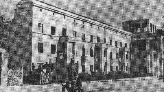 Разрушенное здание гостиницы «Турист». 1943 г.