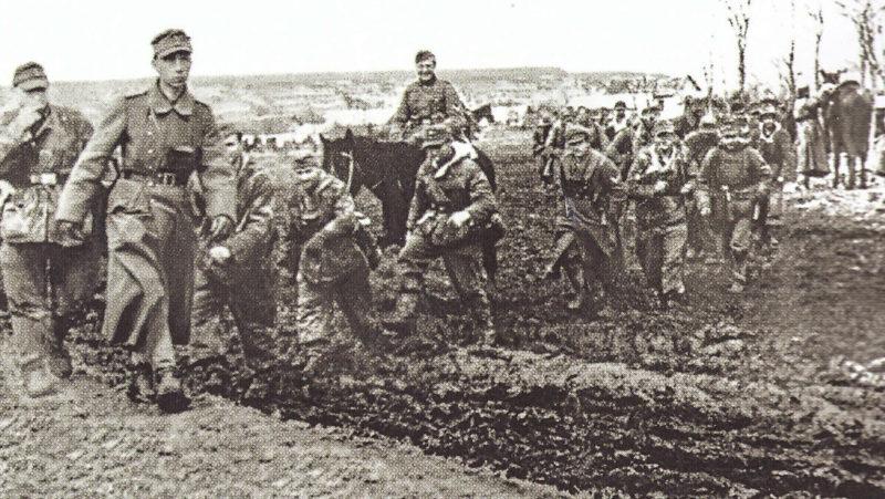 Румынские войска уходят из города. Апрель 1944 г.